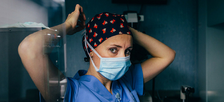 Surgeon preparing for surgery